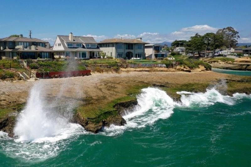 Santa Cruz Vacay Starts Here! Two Design Units for 8 Guests, Pool, Parking, alquiler de vacaciones en Ben Lomond