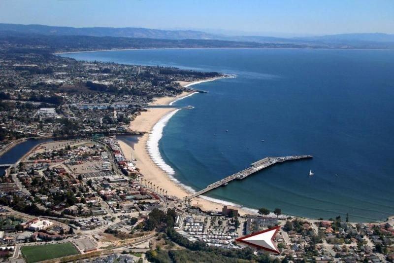Ultimate Couple's Getaway! Short Drive to the Beach, Free Parking, Pool Access, alquiler de vacaciones en Ben Lomond