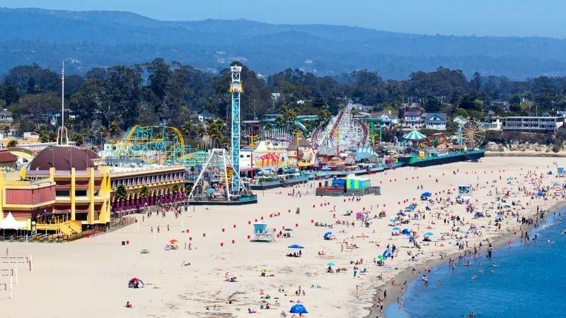 Minutes Driving to Santa Cruz Beach! Design Unit for 4, Pool, Parking and More, alquiler de vacaciones en Ben Lomond