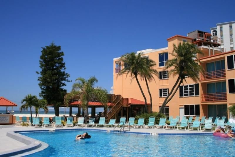 Friends and Family Getaway! Two Cozy Units, Pool, Tiki Bar, vacation rental in St. Pete Beach