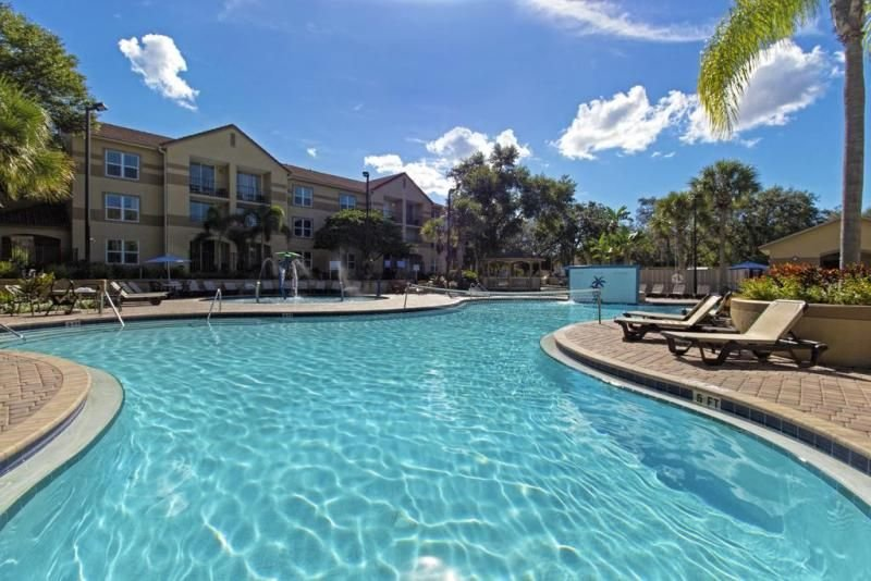 Comfy 2BR Suite, Free Shuttle, Parking, 4 Pools, Mini Golf, vacation rental in Celebration