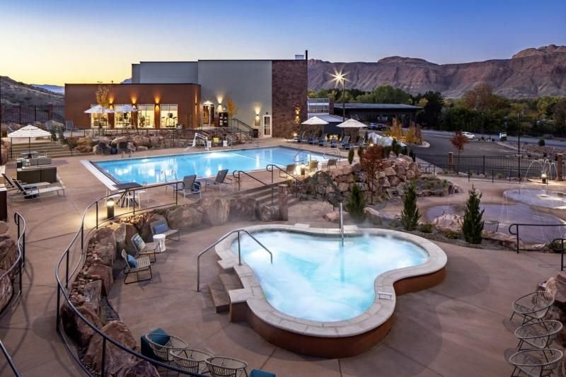 Close to the Arches! Elegant Unit for 4, Free Breakfast, Pool, Hot Tub, Parking, holiday rental in Arches National Park