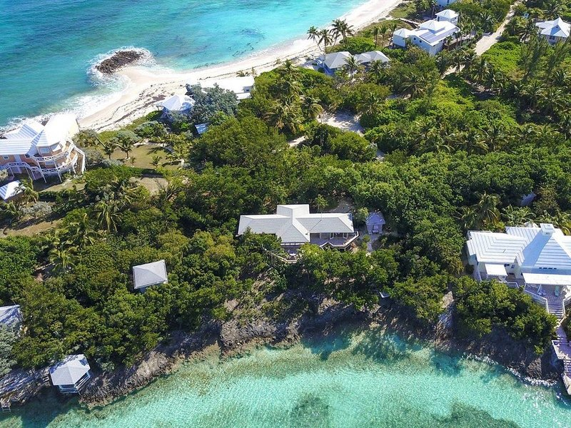 A completely secluded home, with lots of room on the North End of Elbow Cay, holiday rental in Marsh Harbour