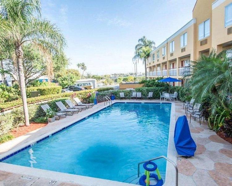 Couple's Miami Getaway! Lovely King Unit, Free Parking, Breakfast, Pool, location de vacances à Doral