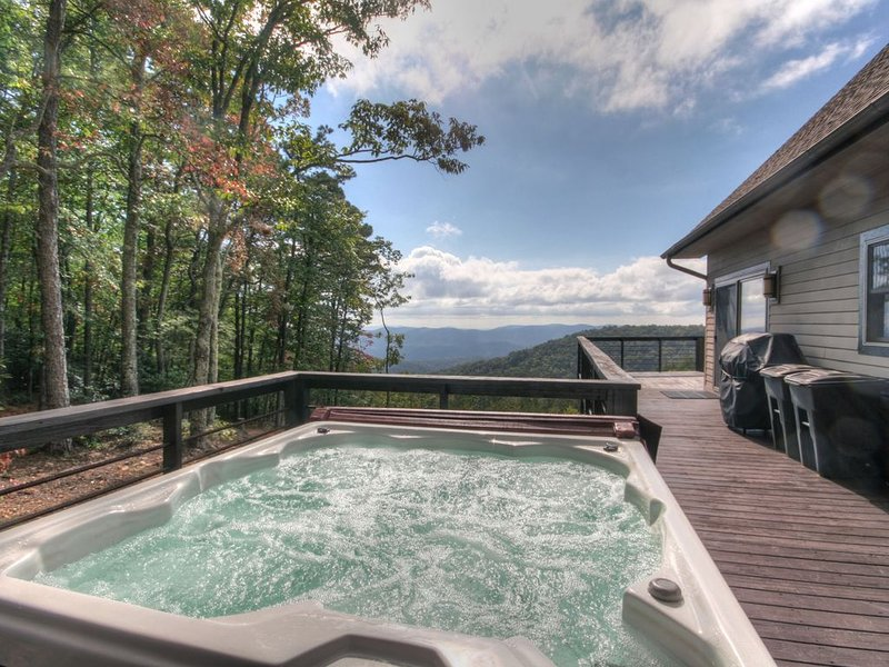 2BR/3.5BA Cabin, Great Views, Hot Tub, Pool Table, Fire Pit, Secluded Acreage, M, holiday rental in Deep Gap