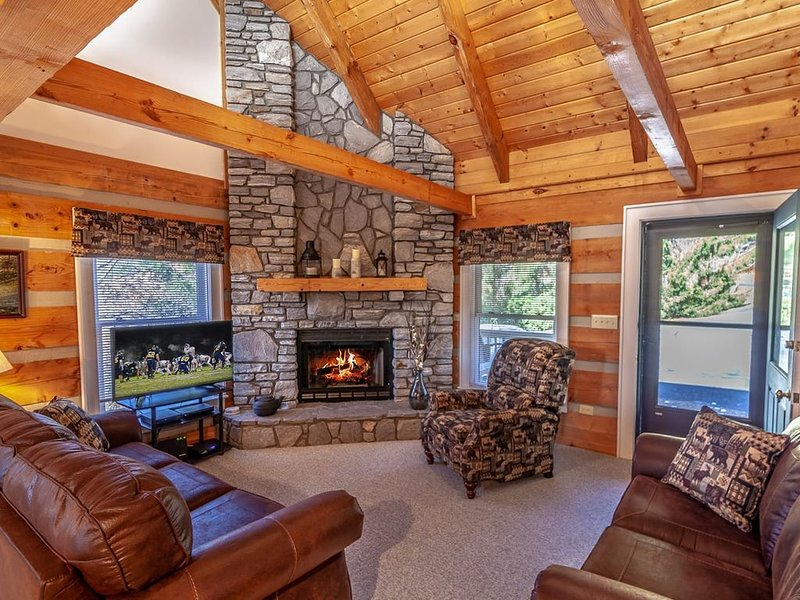 Log Cabin, Close to Ski Slopes, Fireplace, King Bed, Foosball Table, Gaming Cons, alquiler vacacional en Foscoe