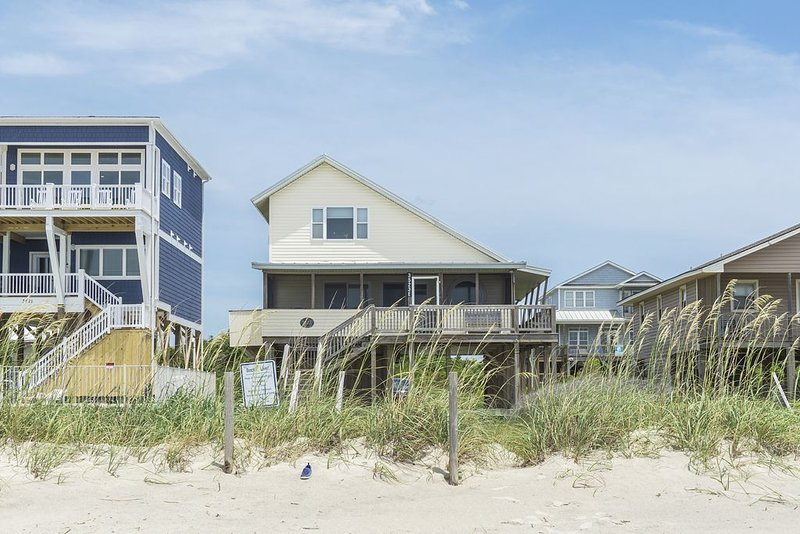 Another Beach Experience: 4 Bed/2 Bath Oceanfront Home, holiday rental in Long Beach