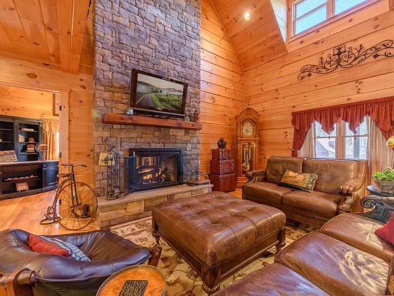 3BR, 2.5BA Upscale Cabin in Valle Crucis, Hot Tub, Hardwood Floors, Stone Firepl, holiday rental in Sugar Grove