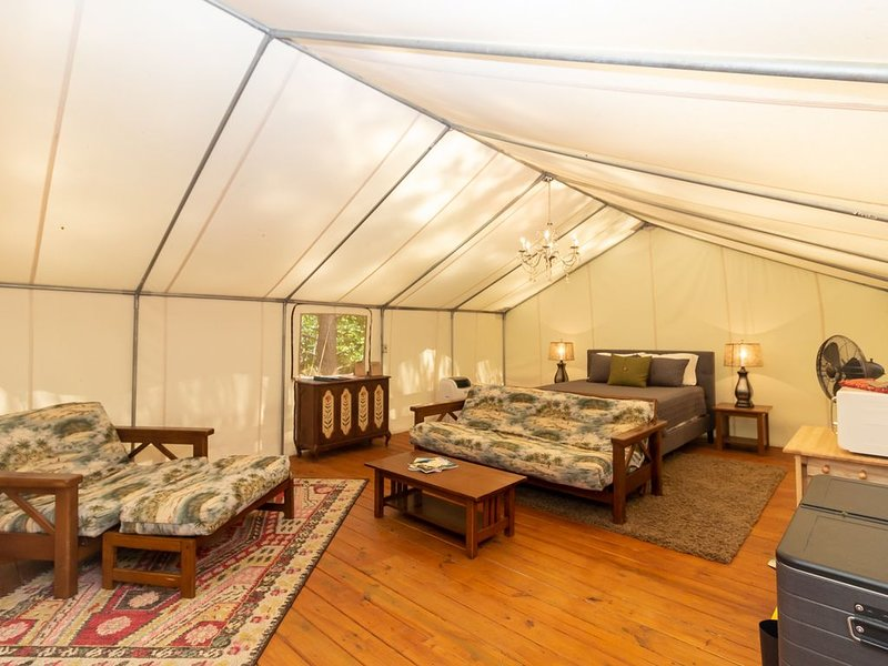 Glamping at Copperhill - 'The Kayak', vacation rental in Ducktown