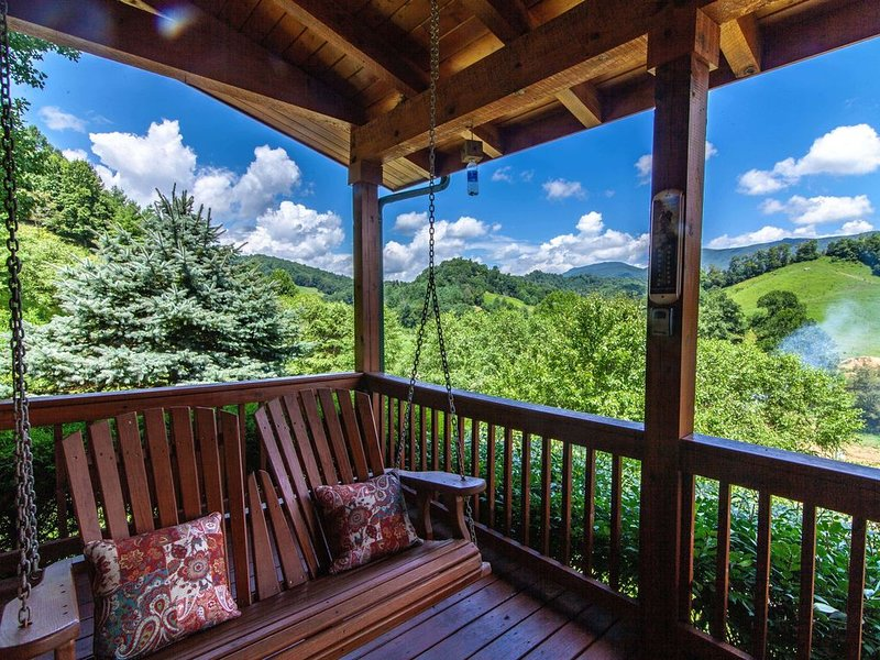 Cozy Log Cabin with Hot Tub, Fire Pit, Pastoral Views, Close to Boone, Covered D, vacation rental in Vilas