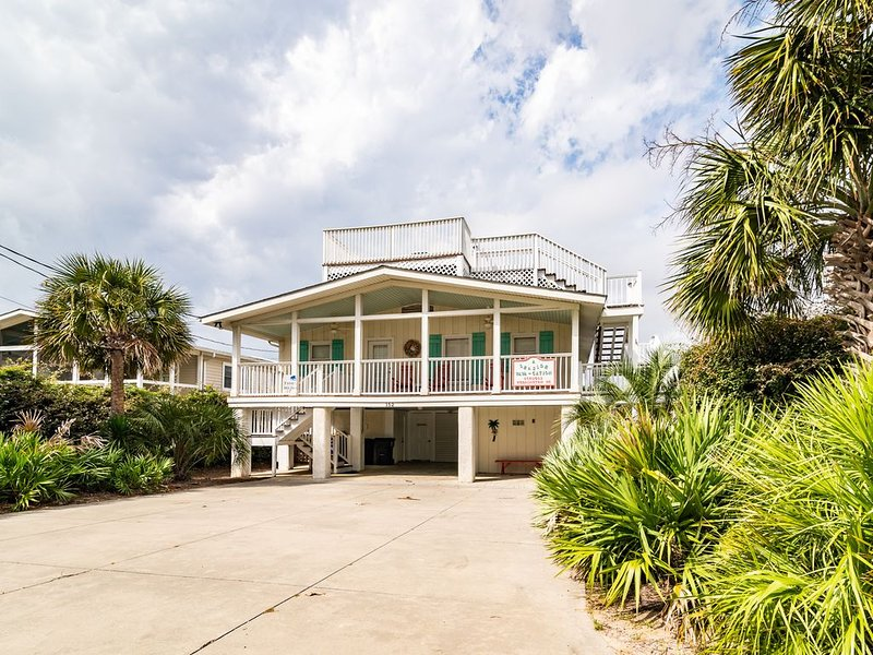 5 bedroom home with a private pool in South Litchfield, aluguéis de temporada em Litchfield Beach