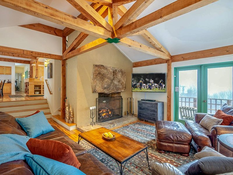 3BR Timber Frame, Views, Central Location, Hiking, Near Boone & Banner Elk, Clos, holiday rental in Seven Devils