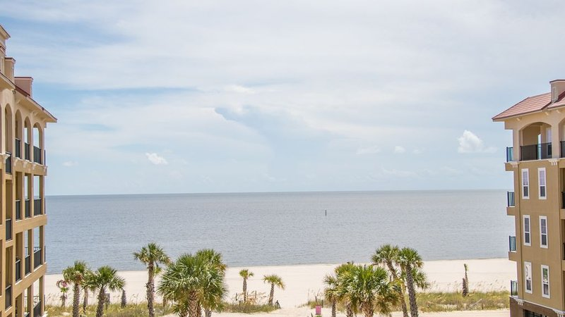 Already Dreaming Of A White Sand Winter? 2 Bedroom / 2 Bath- Sleeps 6!, holiday rental in Pass Christian