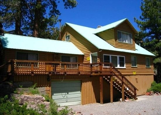 3 bedroom, 2 bath, cabin. Short walk into town, location de vacances à June Lake