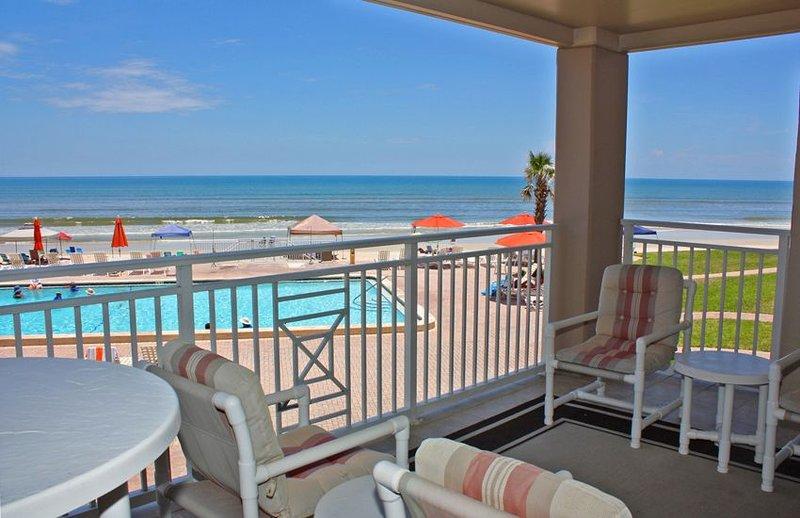 Comfortable 2nd floor three bedroom three bath overlooking the south pool and oc, alquiler de vacaciones en Oak Hill
