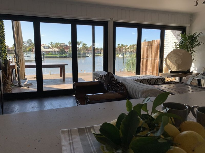 Relax in comfort by the waters with the entire home to yourself., alquiler de vacaciones en Carrum