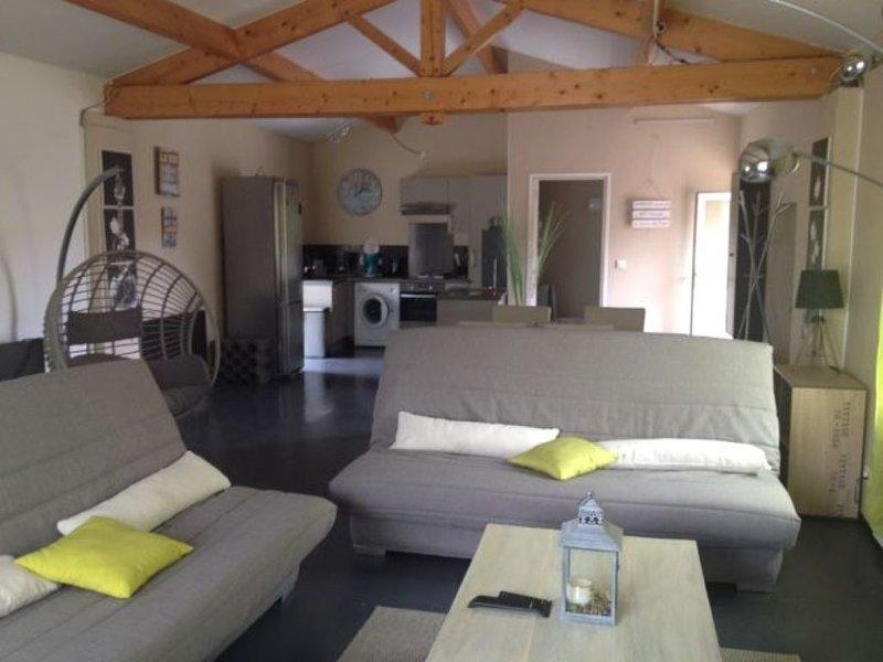 Maison Vendéenne type LOFT CALIFORNIEN au calme à 10 mn des plages !, aluguéis de temporada em Saint-Denis-du-Payre
