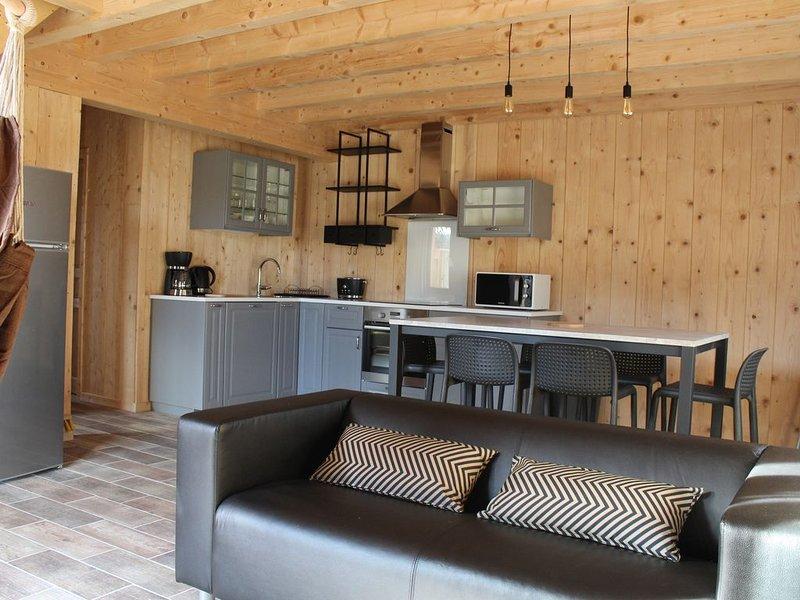 chalet 'le pradou' nouvelle construction, wifi gratuit, chauffage compris, location de vacances à Puy-de-Dome