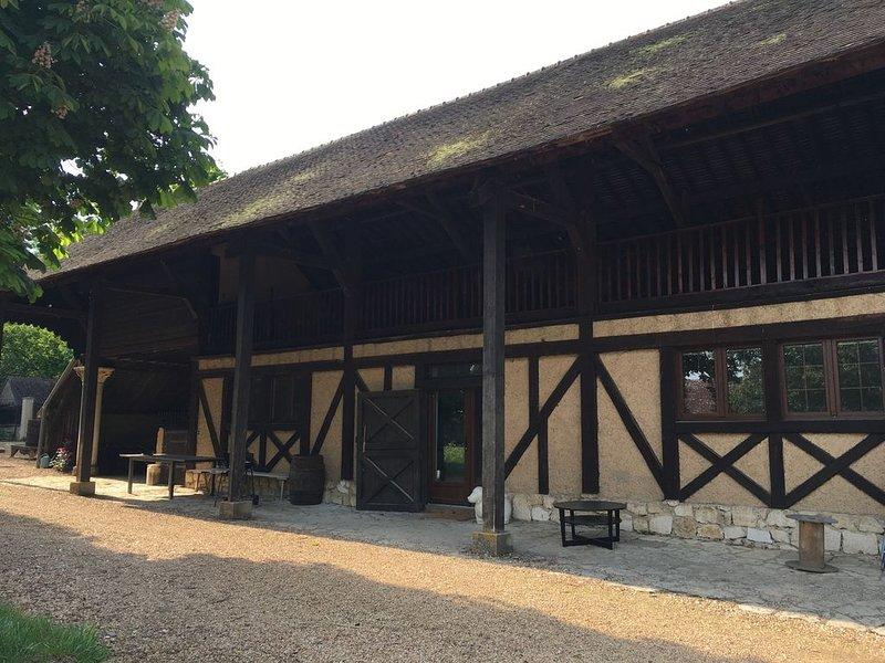 GITE L'ARGILLIERE 4/6 PERSONNES AVEC PISCINE ET TENNIS, vacation rental in Villemeux-sur-Eure