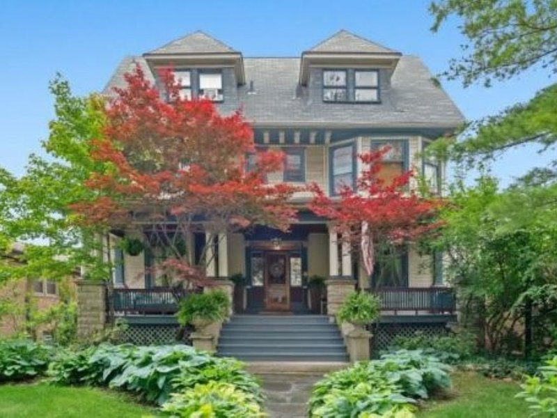 Beautiful Chicago Mansion ~ 20 Minutes Downtown/O'Hare On Blue Line, holiday rental in Oak Park