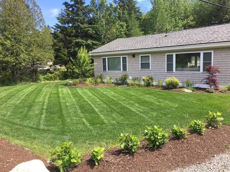Modern Extended Ranch with a great yard and amazing Patio!!, holiday rental in Acadia National Park