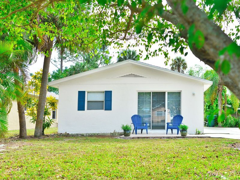 Beach House: Bike to Beach, Shops, Food and Bars, holiday rental in North Naples