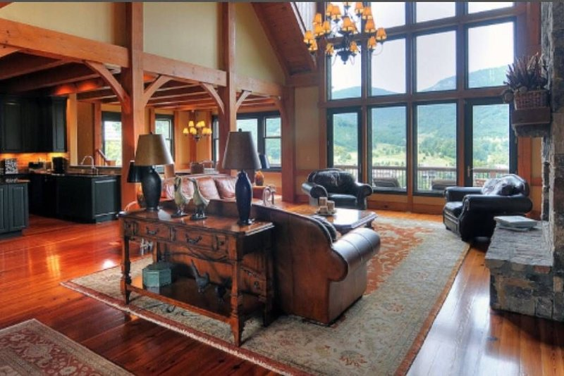 The Retreat-Luxurious Mansion in near AshevilleTryonHendersonville, casa vacanza a Edneyville