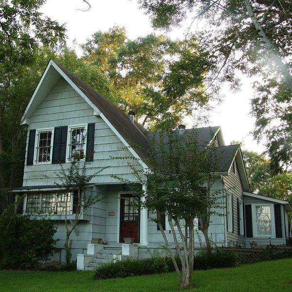 Quaint cottage near Natchitoches Historic District, location de vacances à Natchitoches
