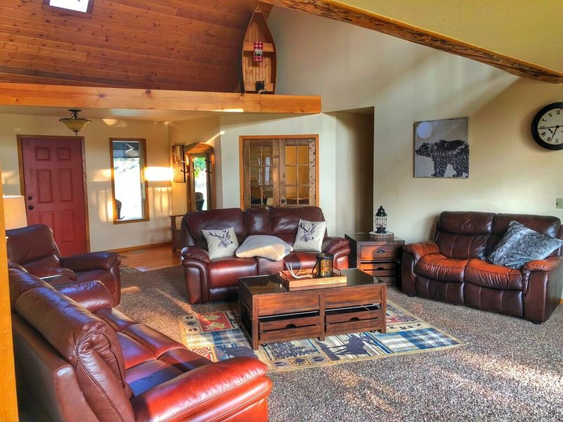 Large Family Friendly Vacation Rental in Big Fork, casa vacanza a Creston