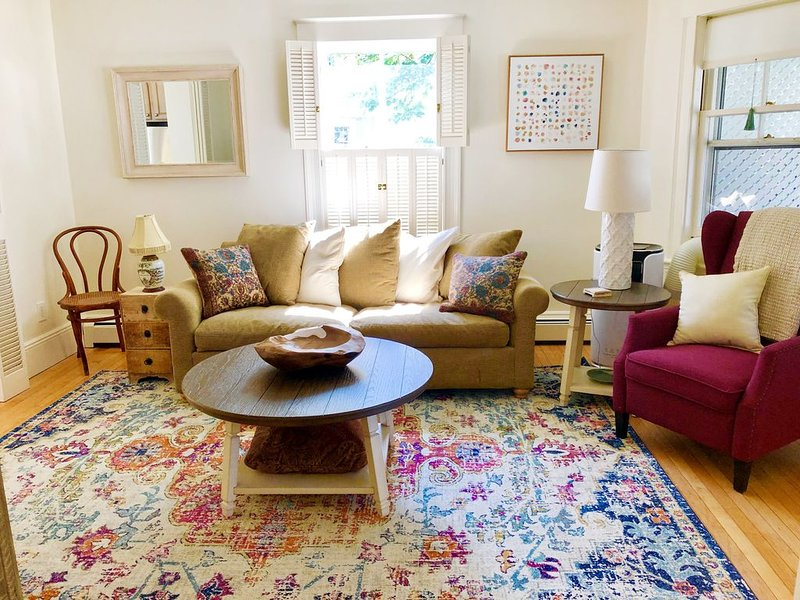 Harbor Hideaway is a beautifully decorated unit in Historic Old Town Marblehead, location de vacances à Marblehead