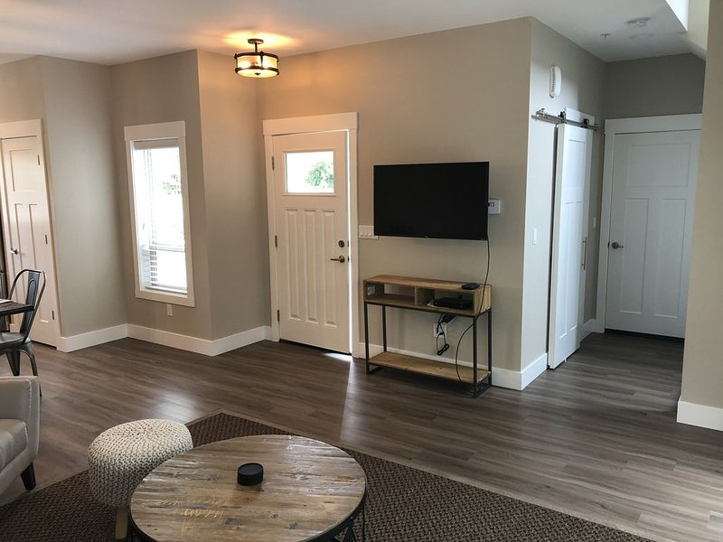 New Modern Town House Unit A, location de vacances à Mount Vernon