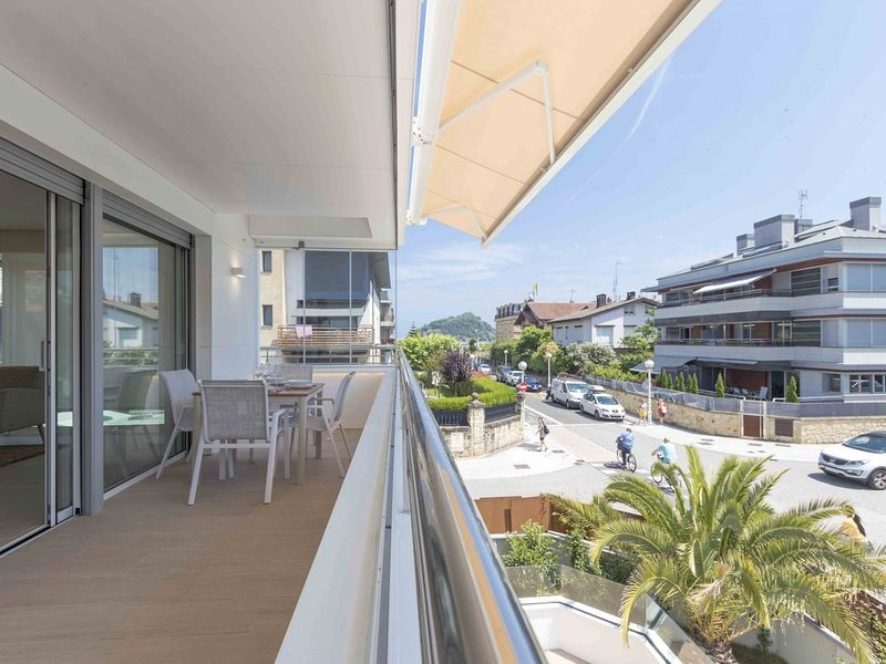 Brunet IV | The Rentals Collection, holiday rental in Igueldo