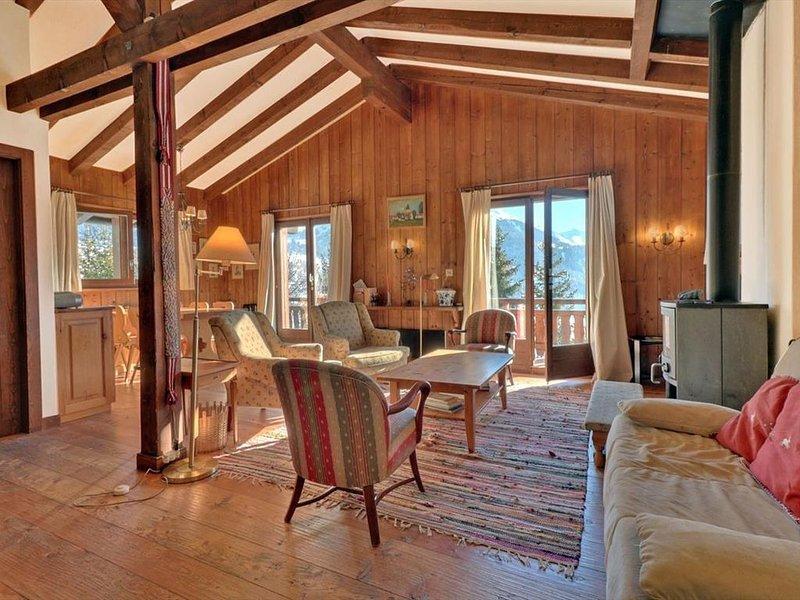 Sympathique appartement de 4 pièces idéalement situé dans la région de Chevillar, holiday rental in Bovernier