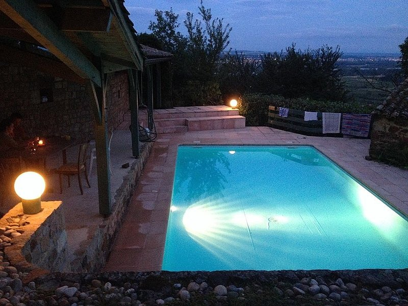 Charming Farmhouse In Sloping Rhone Valley Vineyard. Stunning View, Terrace Pool, alquiler vacacional en Malleval