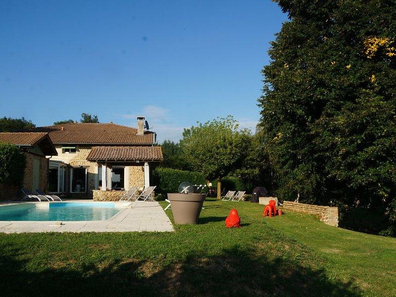 Exceptionnelle demeure de charme avec parc arboré et piscine individuelle, holiday rental in Charmes-sur-l'Herbasse