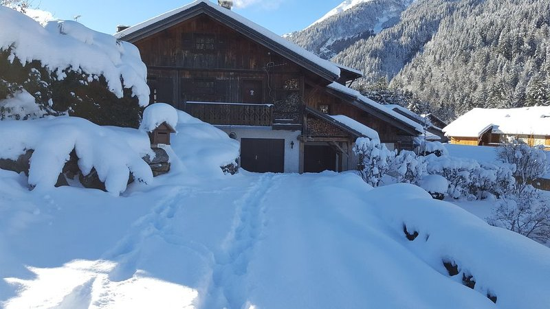 Chalet de 4 chambres - 8 personnes -  (Idéal Famille, Groupe d'amis), holiday rental in Les Contamines-Montjoie