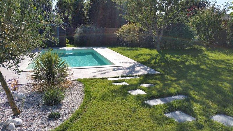 Chatelaillon: MAISON T5 AVEC PISCINE (de 7x3,5 M2) et Portique:TERRAIN DE 899m2, holiday rental in Saint Vivien