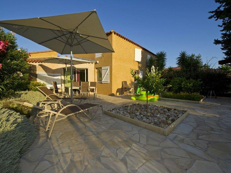 Maison rénovée contemporaine avec jardin, au calme, 300 m de la plage Miramar, location de vacances à La Londe Les Maures