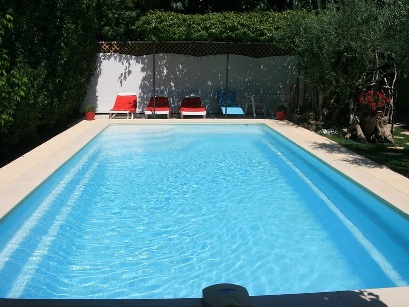 Cottage in Provence, between St Remy de Provence and Avignon., holiday rental in Chateaurenard