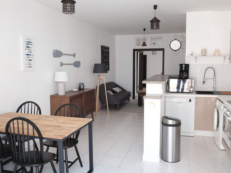 Appart T3 hyper centre de Chatelaillon, 20 m de la mer, entre Casino et marché, vacation rental in Charente-Maritime