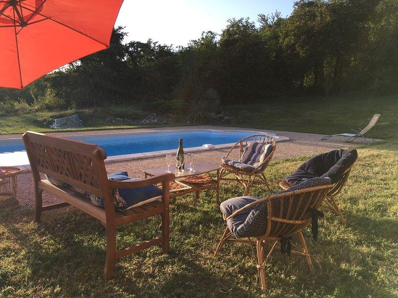 Maison périgourdine typique 12 à 15 pers avec piscine privée, proche Périgueux, vacation rental in Saint-Antoine-d'Auberoche