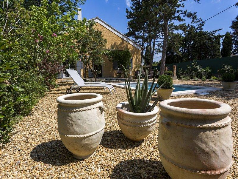 NOUVEAU - Villa de charme avec piscine à 2 pas du centre de St Rémy de Provenc, Ferienwohnung in St-Rémy-de-Provence