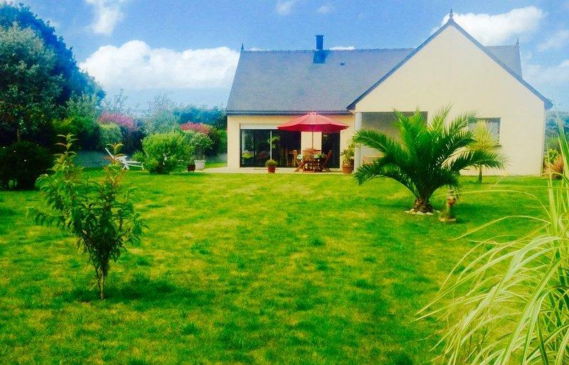 Villa Neuve, Moderne, Au Calme, 4km De La Mer Proche Treguier Paimpol, holiday rental in Minihy-Treguier