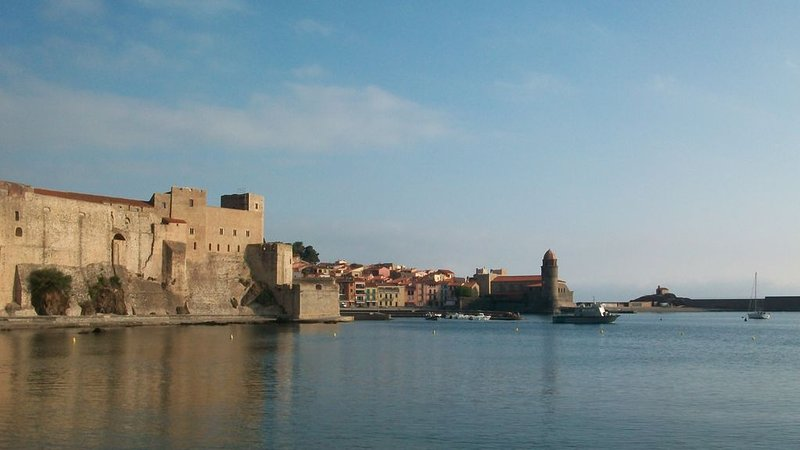 Collioure and its sea of oil in calm weather