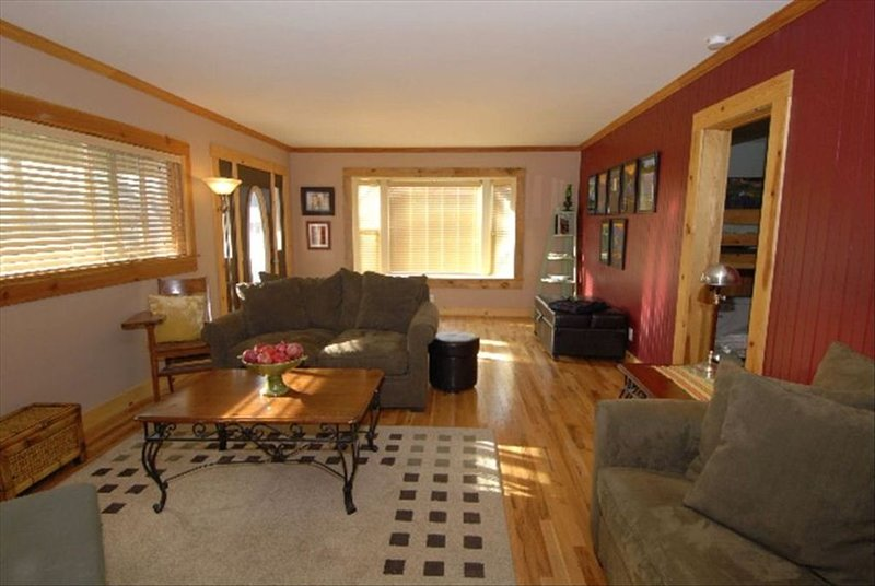 The McCloud Vacation Home on Mt. Shasta Sleeps 10+, Free Wifi, vacation rental in McCloud