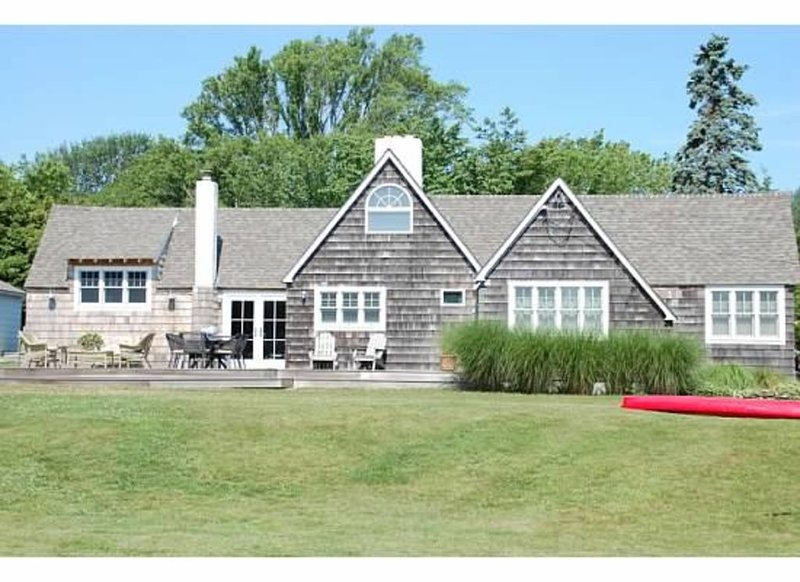 Montauk-Paradise Found/Beautiful 4 bed/2 bath Beach House Walk to Ocean & Town, vacation rental in Montauk