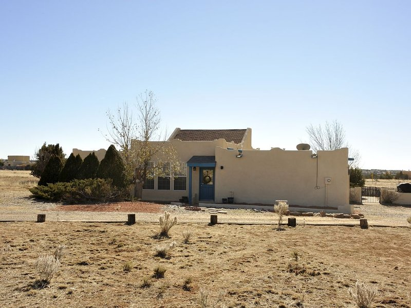 Quiet, Serene,  Eldorado at Santa Fe (Central AC/Heat) - Newly updated, holiday rental in Galisteo