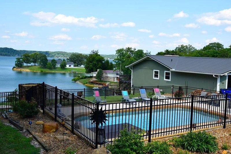 LAKEFRONT-     Pool and Boat Rental Closes the Last day of September, holiday rental in Dandridge