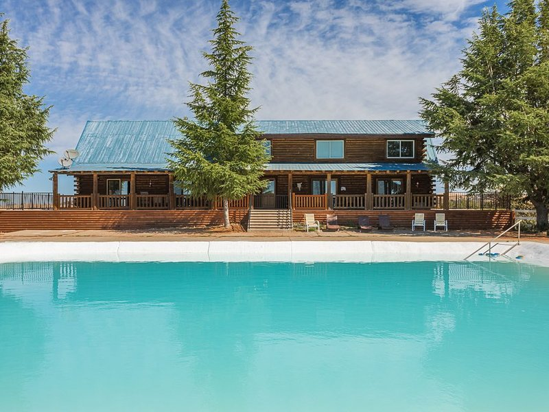 Beautiful log home near scenic highway 49, holiday rental in Plymouth