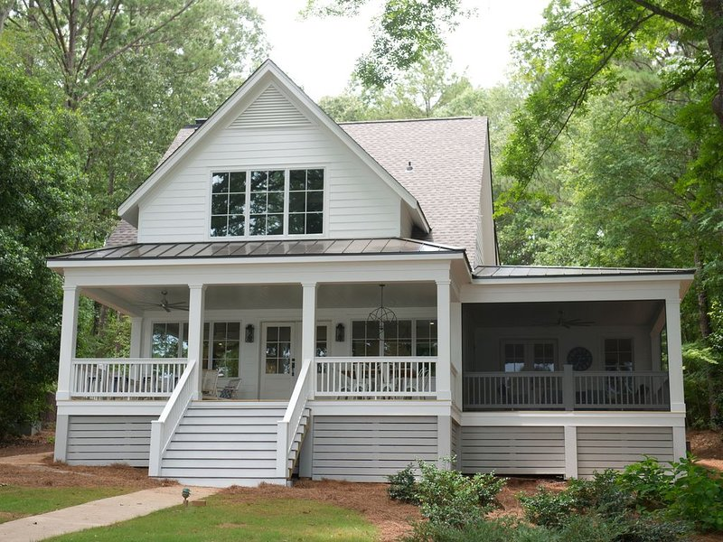 Renovation Complete! - 4BR Lakefront Home - Beautiful & Great Location!, vacation rental in Eatonton